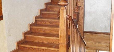 Лестницы и комплектующие из дерева